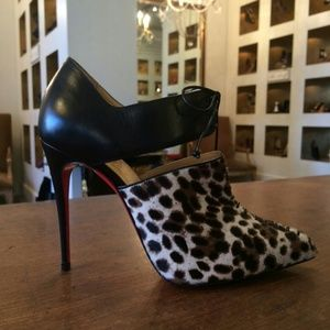 Layaway offered\u0026#39;s Closet on Poshmark - @shoeholica