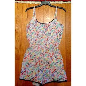 Dresses & Skirts - 🚫SOLD🚫 Floral Romper