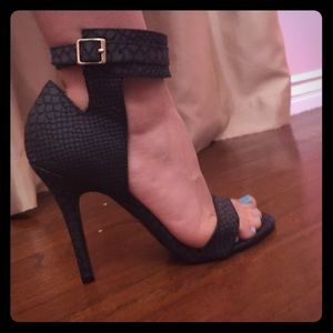 Black sandal high heels size 6.5