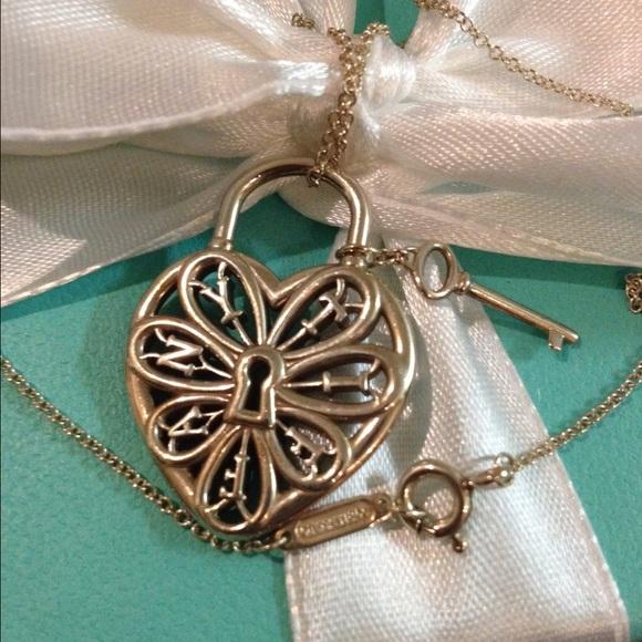 e1ea1cb27eb8 Tiffany   Co Silver Filigree Heart Pendant   Key. M 54dadf1e41b4e01bad037c8d