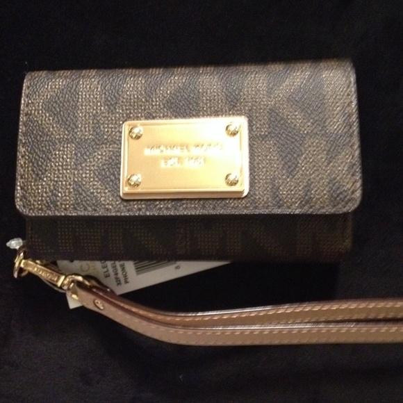 8e7459693996 Michael Kors Bags | Iphone 5 Wristlet Wallet | Poshmark