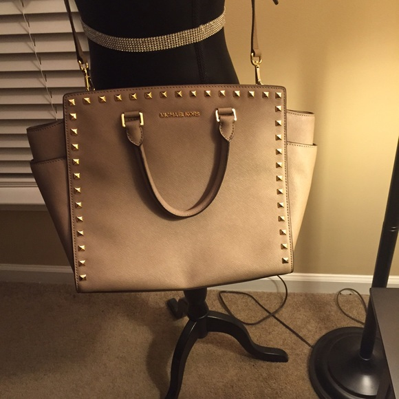 95518228558431 Michael Kors Bags | Large Studded Selma In Dark Dune | Poshmark