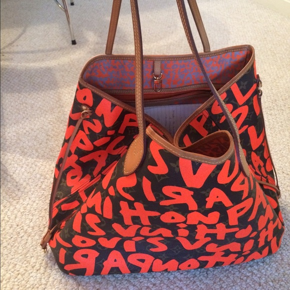 d2831e0b2e26 Louis Vuitton Handbags - Authentic Louis Vuitton Graffiti Neverfull GM.