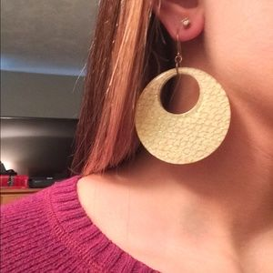 Jewelry - Gold sparkly circle earrings