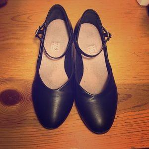 Bloch Shoes - Character shoes, Bloch sz 7 (runs small)