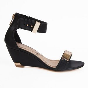 HP✨Black Wedge Sandal w/ Gold Hardware