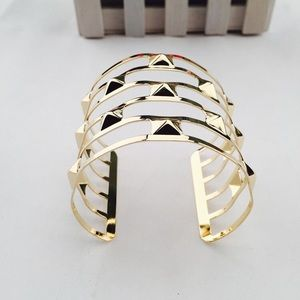 ✨HPGeometrical spikey gold hand/ arm cuff 2 ways