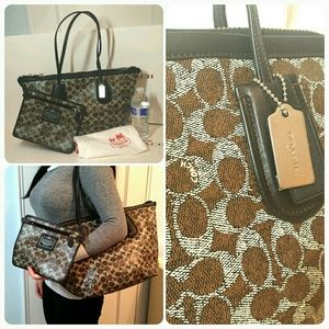 New Coach signature brown large zip tote