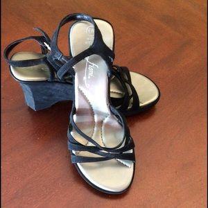 Fioni Black Wedge Sandals