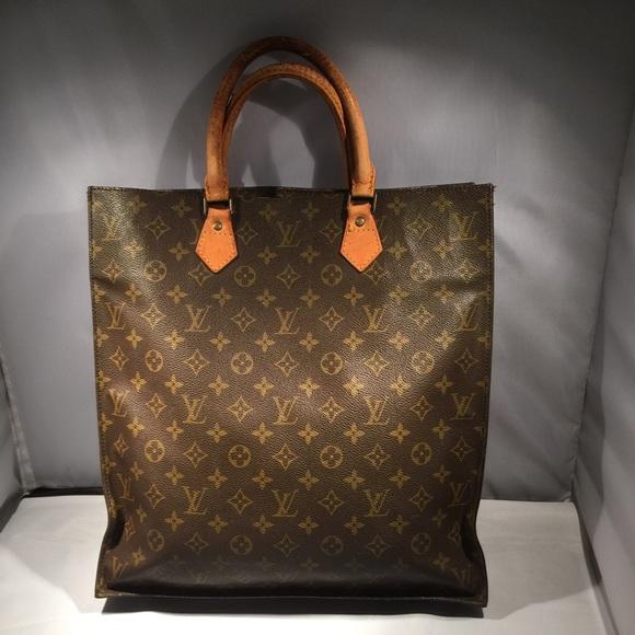 11b1f459ece3 Louis Vuitton Handbags - Louis Vuitton sac plat monogram tote