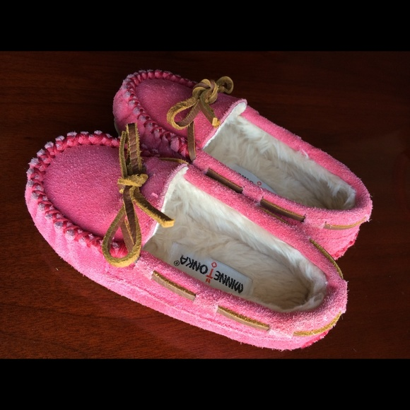 Minnetonka Shoes - SOLD Minnetonka moccasin slippers/shoes.