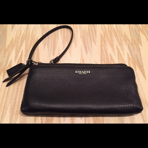 the best attitude 6957a 3acb4 NWOT Coach leather wallet wristlet. Fits iphone 6!