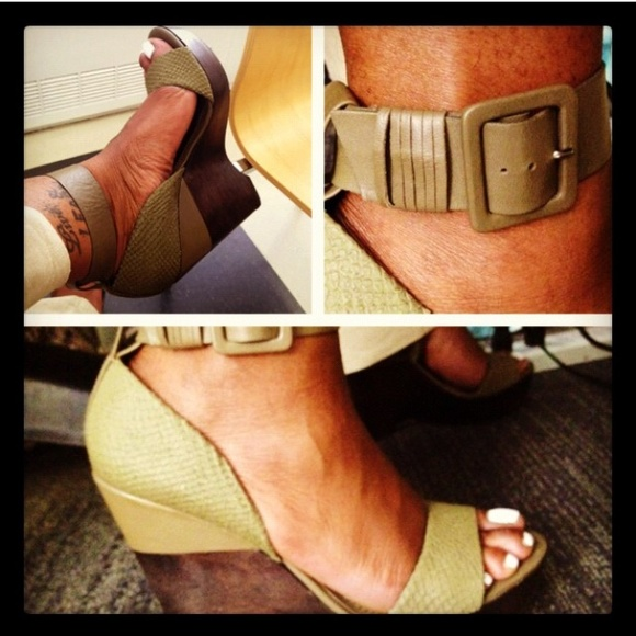 7 for all Mankind Shoes - 😎FLASH SALE😎7FAMK Olive & Brown Wedges