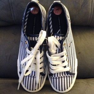 TOMMY HILFIGER  blue & white sneakers