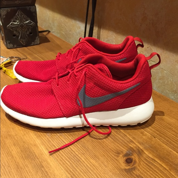 Red nike roushe shoes. Trade for @cren11