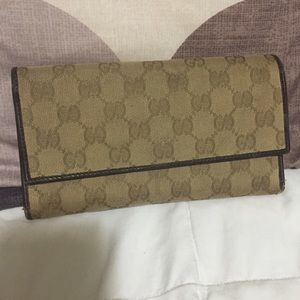 Gucci wallet 100% authentic