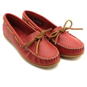 Minnetonka Shoes - Minnetonka Women's Smooth Leather Moccasin