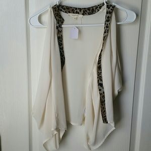 Tops - NWT Ivory and leopard top