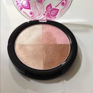 bh cosmetic bombshell bronzer