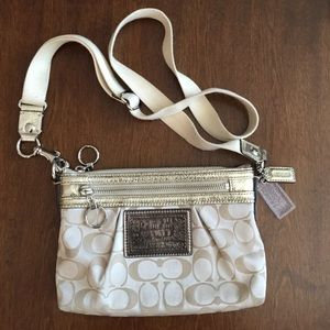 Small Coach poppy cross body bag