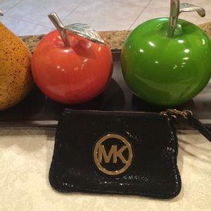 Michael Kors Handbags - Authentic MICHAEL KORS wristlet. Like new.
