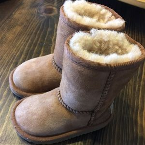 SOLD!! Ugg toddler chestnut size 6
