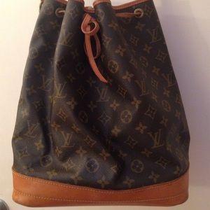 14a3f75909e0 Louis Vuitton Bags - LOUIS VUITTON NOE VINTAGE BUCKET BAG