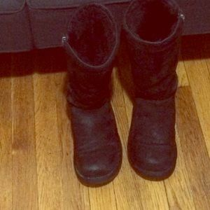 Ugg Black Side Zipper Uggs💯 From Helena S Closet On Poshmark