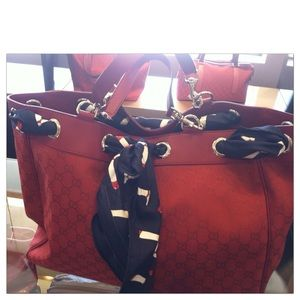 Additional pictures of Red Gucci Positano tote❤️