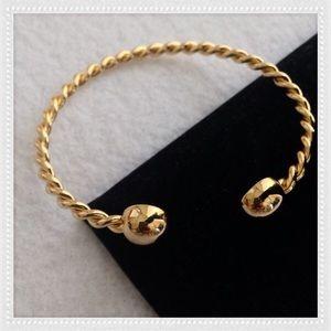 Jewelry - CUTE RIBBED BANGLE