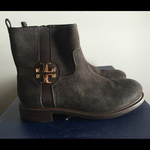 % Authentic Tory Burch Elaine boot