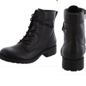 BLACK LEATHER LACEUP BOOTS