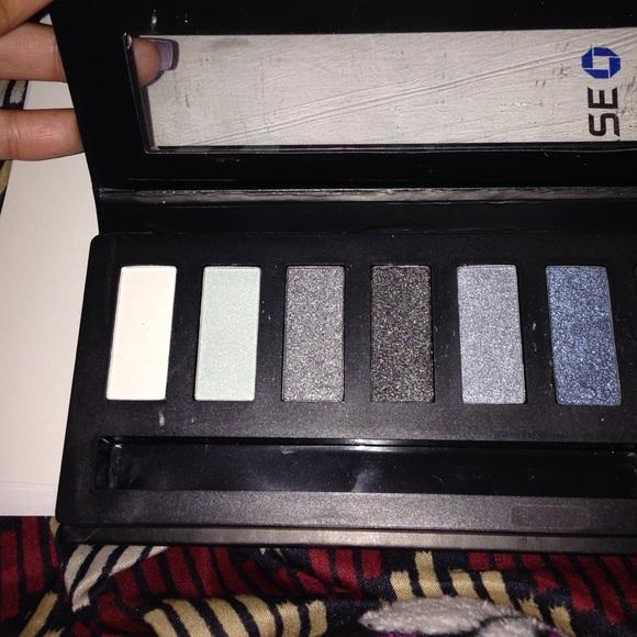 Max Studio Makeup - Eyeshadow palette