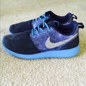 Agotamiento Sophie Bombardeo  Nike Shoes   Nike Roshe Run Galaxy   Poshmark