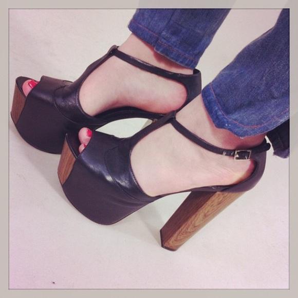 089c568bf51 Jessica Simpson Dany black leather wood size 9