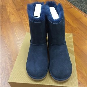 UGG Shoes - Short Navy Bailey Bow UGG boots