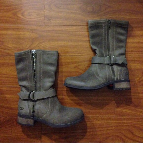 22552c7b431 Ugg Australia Silva Suede Taupe Buckle Boots!