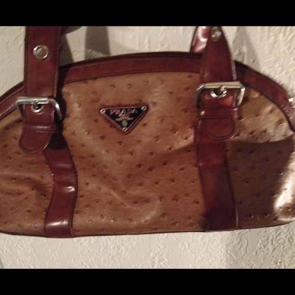 a7d01dac926e87 A genuine Prada bag ostrich leather. M_54e2abf94127d05c3e027ed4