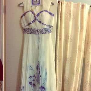 Dresses & Skirts - Size 6 white evening gown