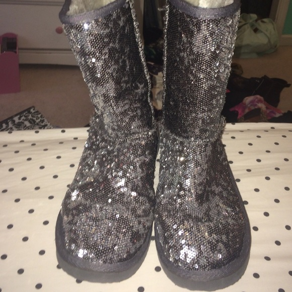 00f35eb353 Sequin boots