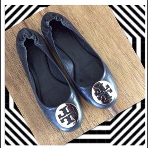 ❤️️Host Pick Tory Burch Black Revas Silver logo