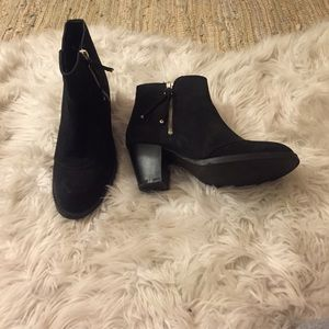 TOPSHOP black suede botties