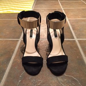 Zara Ankle Strap Heels 38 read descrip