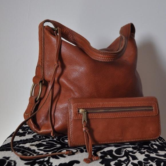 834b740dbf6f Banana Republic Handbags - Banana Republic Cognac Leather Hobo Bag   Wallet