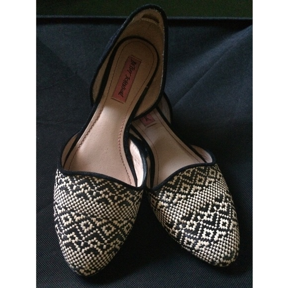 NWT Zara Tribal Print Flats Oxford Shoes Fall School Preppy Laceup Hippy 39 or 8. New (Other) $ or Best Offer +$ shipping. SANUK MIRAGE TRIBAL PRINT SLIP ON SIDEWALK SURFER SHOES FLATS WOMENS US 9 NEW. New (Other) $ Buy It Now +$ shipping. Gioseppo Ladies Tribal Flats. Brand New.