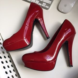 G by guess red pumps
