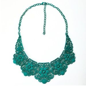 Jewelry - NWT Lace Bib Statement Necklace in Emerald Green