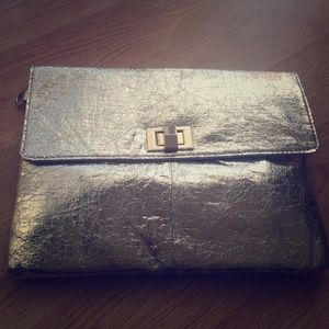 Metallic big clutch