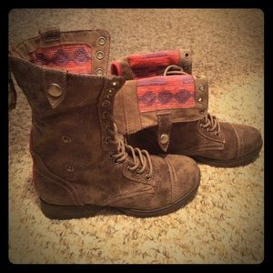 JustFab (Honna combat boots) color- Taupe Size 6