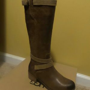 UGG boot Chesnut color brand new